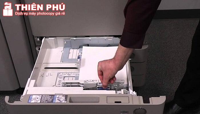 Nạp giấy vào máy